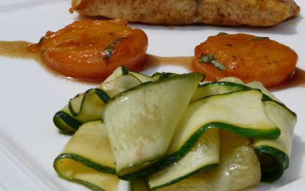 Pavés de saumon au curry, abricots poêlés & tagliatelles de courgettes. - Photo par arnold5