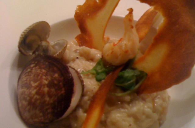 Risotto aux fruits de mer, tuile de parmesan - Photo par Cédric de Coquillettes et Crustacés