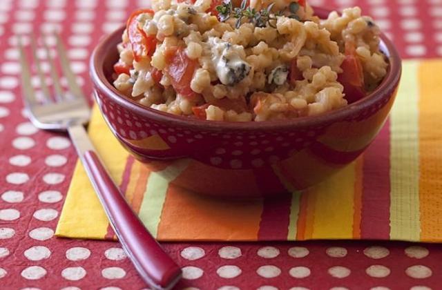 Risotto d'orge aux poivrons, tomates et roquefort - Photo par Passion Céréales