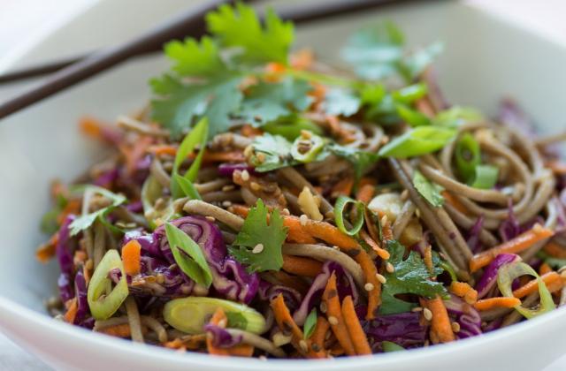 Wok de nouilles soba aux légumes - Photo par 750g