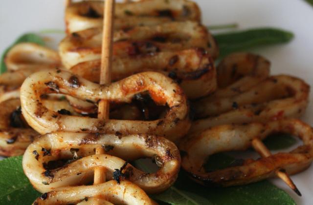 Brochettes de calamars à la sauge et piment - Photo par passioW