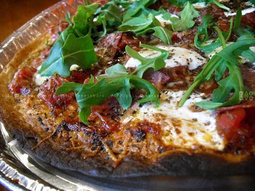 Tortilla pizza au salami - Photo par xjadsx