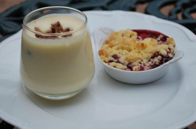Verrine de mousse de chocolat blanc et croustillant praliné - Photo par Lillesand