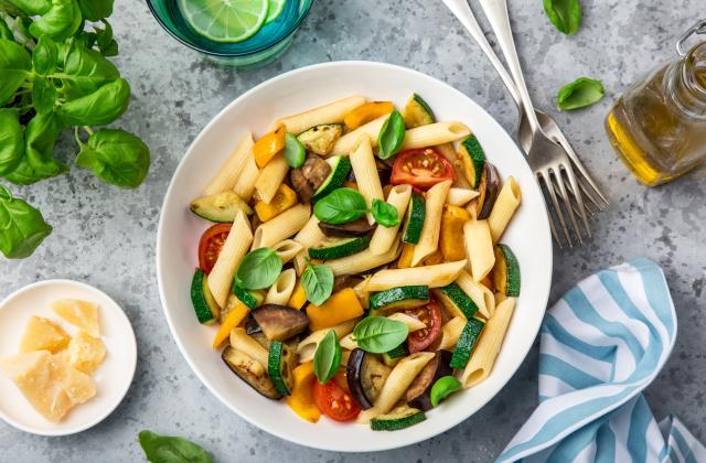 Salade de pâtes aux légumes rôtis et basilic - Photo par 750g
