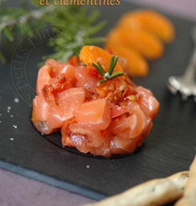 Tartare de saumon, tomates confites et clémentines - Photo par vienno