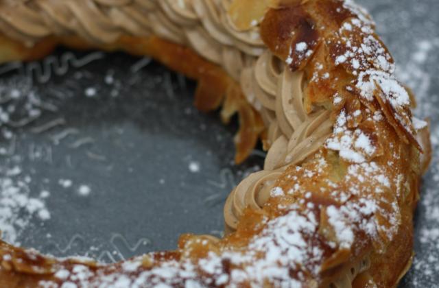 Paris Brest : pâte à choux fourrée de crème pralinée - Photo par Cricri les petites douceurs