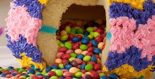 Tout ce qu'il faut savoir sur le Piñata cake - Photo par 750g
