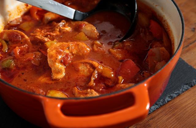 Poulet aux poivrons et pommes de terre sauce tomate et paprika - Photo par 750g