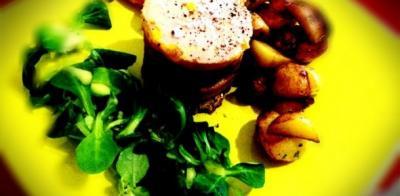 Millefeuilles pommes confites, magret de canard fumé et foie gras - Photo par kitchin