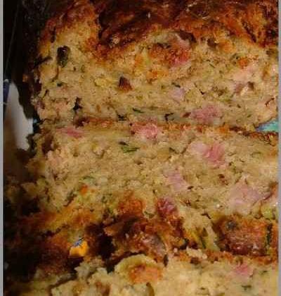 Cake rustique aux courgettes & lardons - Photo par sandricCV
