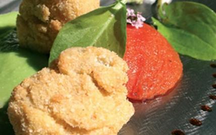 """Huîtres d""""Arcachon Cap-Ferret panées aux noix du Périgord, crème purée de petits pois à l""""estragon et tomates « Raf » cuisinées - Photo par AAPrA"""