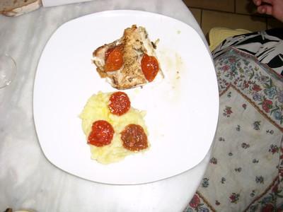 Pavé de loup sur purée de pommes de terre douces et confit de Tomates au basilic sucré - Photo par olimar