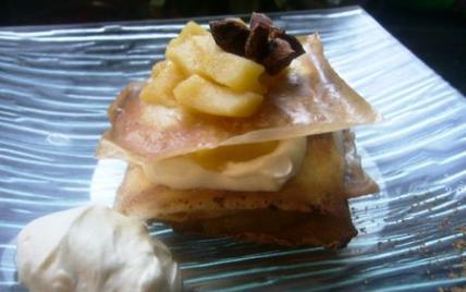 Mille-feuille de mousse chocolat blanc et pommes caramélisées - Photo par Laurette82