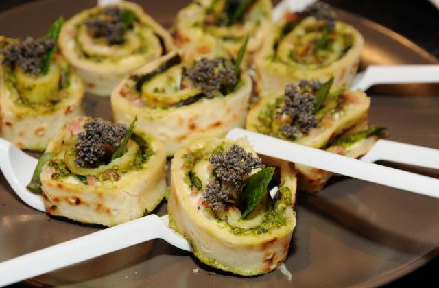 Flammekueche en escargots apéritifs au pesto de roquette et pistaches - Photo par Silvia Santucci