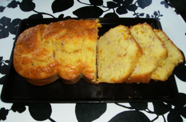 Cake au thon et poivron jaune - Photo par coccinT