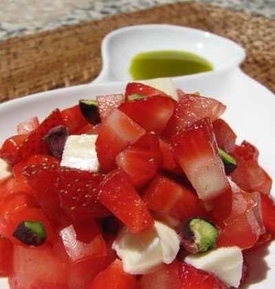 Tartare de fraises, tomates et mozzarella à l'huile de pistache - Photo par 750g