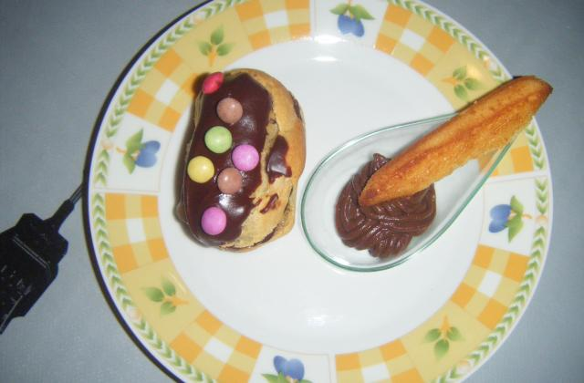 Mini éclairs au chocolat et Smarties - Photo par soso5959000