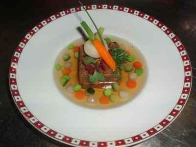 Queue de Bœuf rafraîchie aux Petits Légumes en Consommé - Photo par 750g