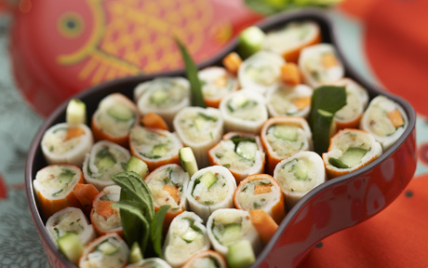 Sushirimi ou sushi de surimi : quand le surimi se déroule en sushi - Photo par gwenSC
