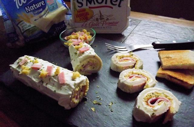 Bûche au pain de mie Harrys roulé, oeufs brouillés et St Morêt® - Photo par Poucinette Cook
