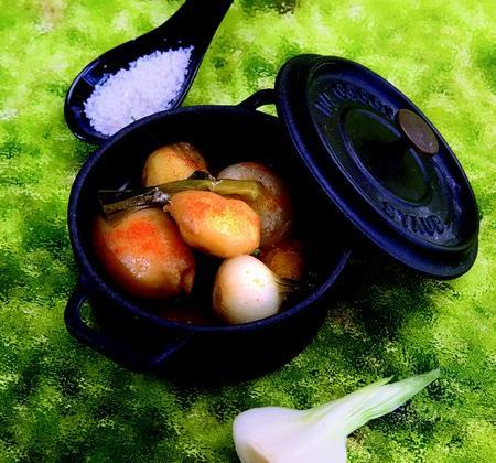 Pommes de terre primeur et petits oignons nouveaux - Photo par Confrérie des Toqués de la Pomme de Terre