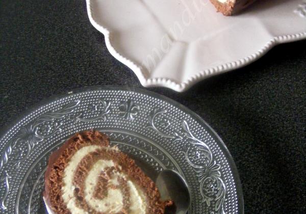 Bûche roulée au chocolat, crème légère saveur pain d'épices - Photo par Sabrin