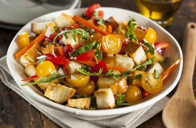 Panzanella ou salade de tomates italienne au pain - Photo par 750g