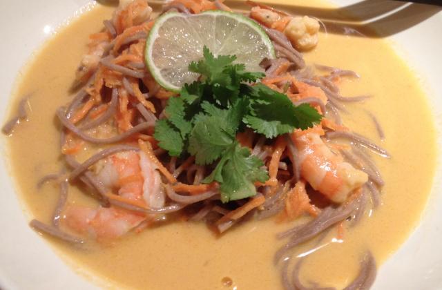 Soupe de crevettes et soba au lait de coco - Photo par bananacake