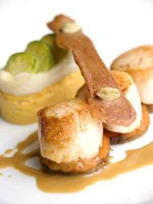Saint-Jacques rôties, gâteau de patate douce et boulette d'Avesnes - Photo par 750g