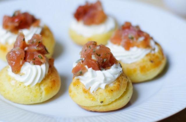 Petits choux farcis au fromage et saumon fumé - Photo par PourDeBon