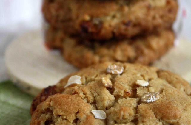 Cookies au chocolat blanc, raisins blonds et flocons d'avoine - Photo par annie cb