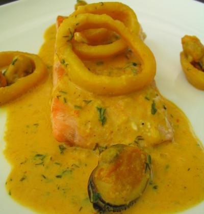 Filets de saumon, sauce aux fruits de mer - Photo par monjet