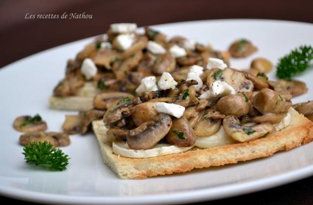 Toast aux champignons de Paris, balsamique et fromage de chèvre - Photo par Invité