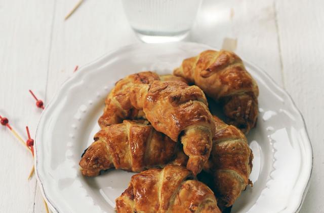 Petits croissants au jambon et sauce barbecue - Photo par Amora