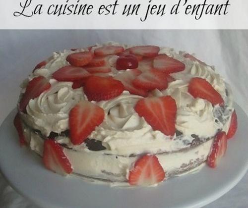 Gateau au chocolat et aux fraises à la crème - Photo par Cookies.10