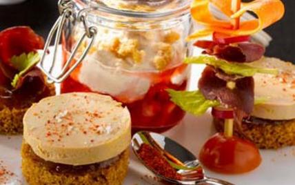 Verrines émulsion Foie Gras magret fraises, tapas de Foie Gras, tatins de Foie Gras aux fruits frais - Photo par CIFOG
