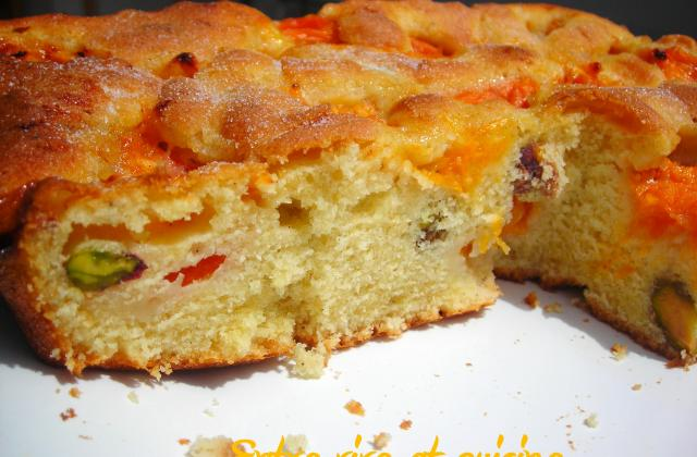 Gâteau aux abricots vanillés et aux éclats de pistaches - Photo par chrism1