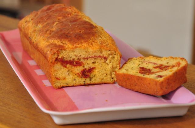 Cake aux tomates séchées et au jambon cru - Photo par molinao