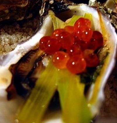 Huîtres farcies, julienne de poireau et œufs de saumon - Photo par patricOOJ