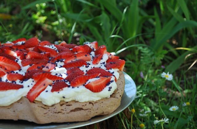 Pavlova fraise-violette - Photo par virgingI7