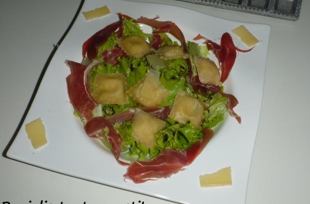 Salade de ravioles frits - Photo par kriket