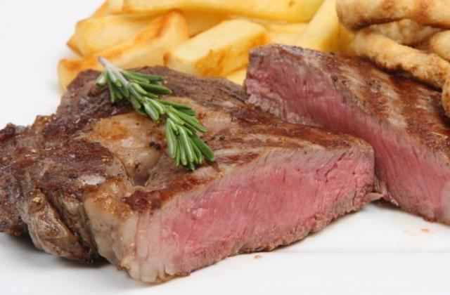 Côte de bœuf grillée à l'échalote et sarments de vignes - Photo par Chef Damien