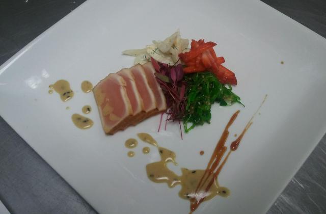 Tataki de thon, fraises et salade de fenouil - Photo par Le Duc