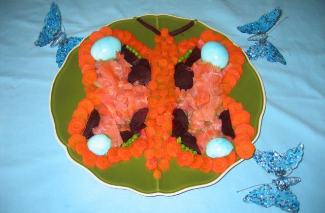 Carottes, betteraves rouges, petits pois et saumon fumé en forme de papillon - Photo par Orchidée94