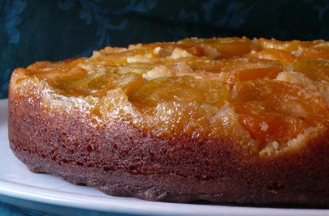 Gâteau renversé et mouillé aux abricots - Photo par jpdojp