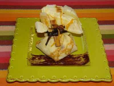 Aumonière aux fruits d'hiver à la badiane, sauce chocolat cannelle - Photo par Sandrine Baumann