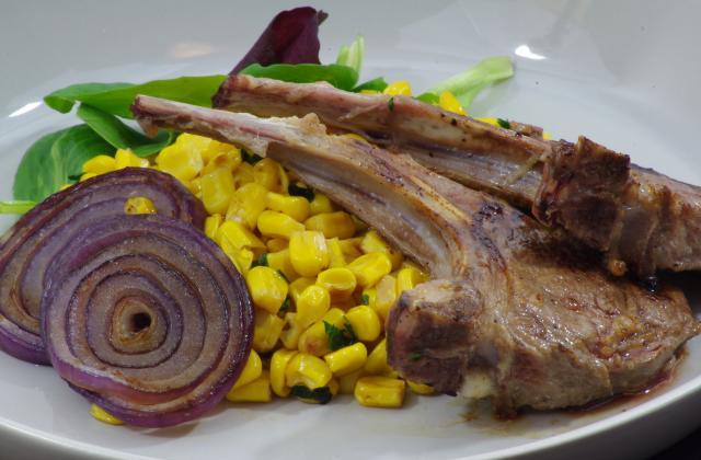 Côtelettes d'agneau marinées aux légumes grillés - Photo par elisedr