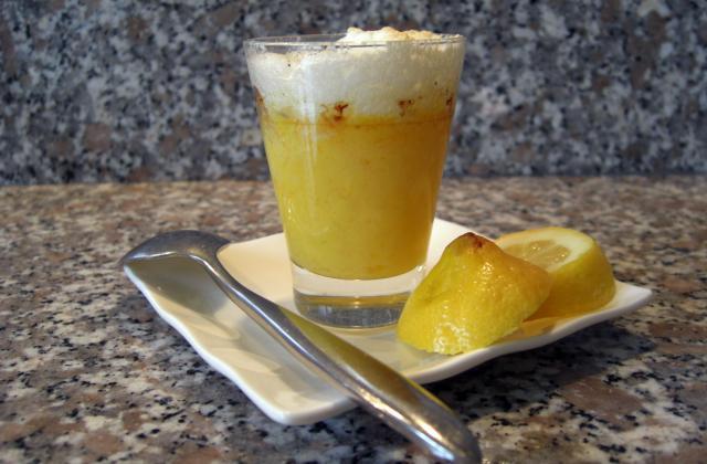Crème de citron meringuée en verrine - Photo par Le Chaudron de la Louve