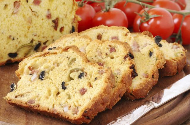 Cake aux deux olives et lardons - Photo par Chef Christophe
