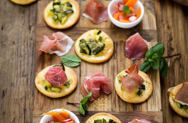 Mini pizza aux courgettes, jambon de Parme AOP - Photo par Prosciutto de Parma